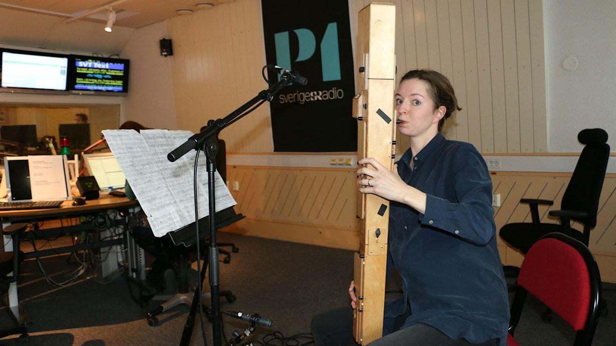 Anna Petrini spelar kontrabasblockflöjt hos Nordegren & Epstein i P1.