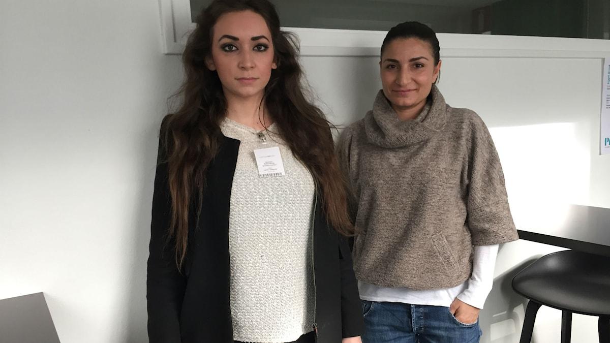 Ayla Löfving och Menekse Mermer diskuterar utvecklingen i Turkiet. Foto: Ülkü Holago