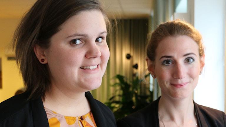 Kristdemokraternas Caroline Szyber och Emma Hult från Miljöpartiet är sist ut att mötas i Nordegren & Epsteins programserie Bostadsduellen. Foto: Ronnie Ritterland / Sveriges Radio