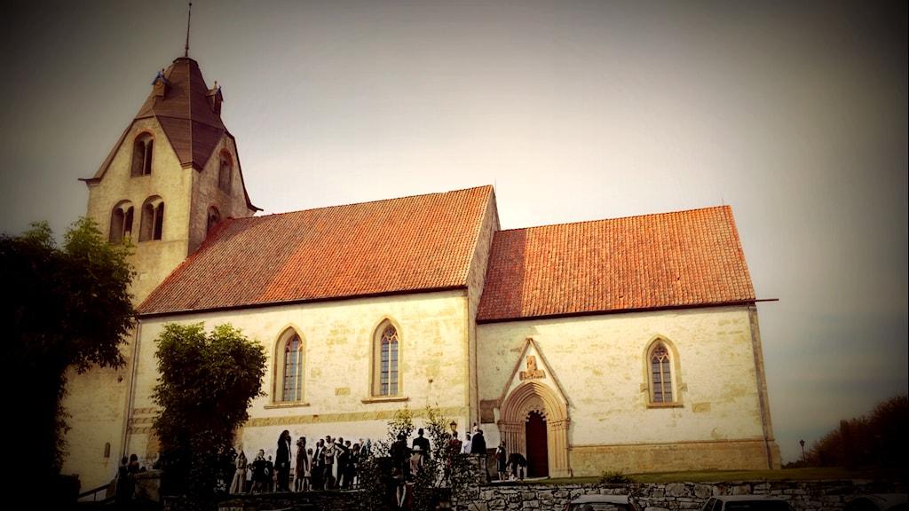 Louise Epstein och Thomas Nordegren är nyfikna på vilka melodier och musikstycken som är mest populära att framföra på begravningar. På bilden en kyrka på Gotland. Foto: Ronnie Ritterland / Sveriges Radio