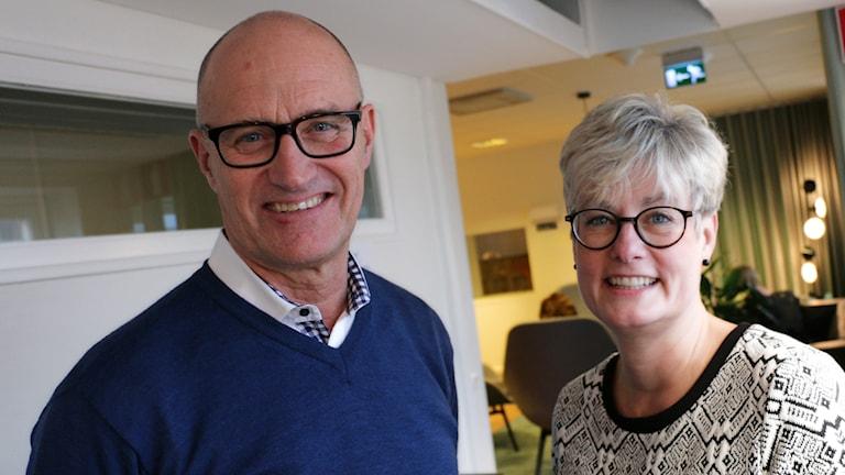 Marie Linder från Hyresgästföreningen och Reinhold Lennebo från Fastighetsägarna. Foto: Ronnie Ritterland / Sveriges Radio