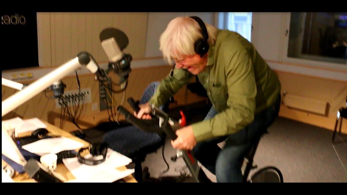 Thomas Nordegren testar treminutersmetoden. Här är han på första etappen av 6. Foto: Ronnie Ritterland / Sveriges Radio