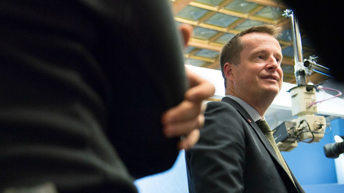 Anders Ygeman, inrikesminister, på presskonferens om inre gränskontroll. Foto: Henrik Montgomery/TT.