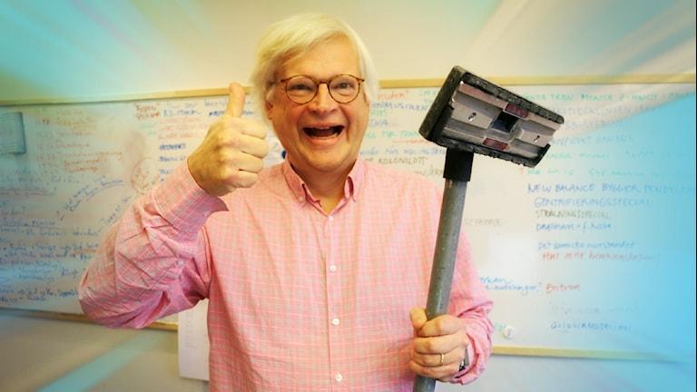 Thomas Nordegren är ett stort fan av den traditionella dammsugaren. Foto: Ronnie Ritterland / Sveriges Radio