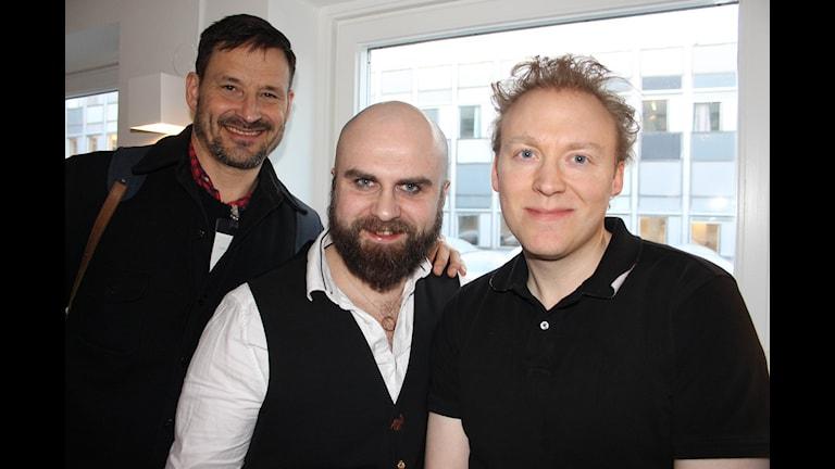 Folkoperans Örjan Andersson, regissör och koreograf, Kosma Ranuer, sångare och Samuel Skönberg pianist.