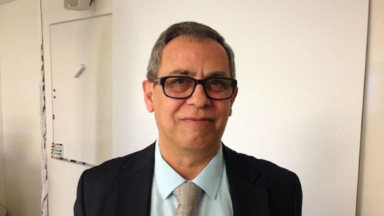 Dario Espiga tror att enklare jobb inom vård eller byggsektorn skulle vara bra av många skäl - men det ska vara rättvisa löner.