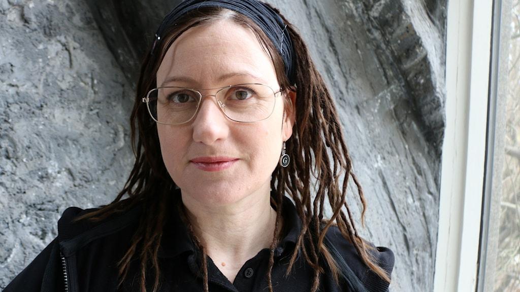 Anna Gavanas och Anna Öström har tillsammans skrivit boken Dj-liv som tecknar diskjockeyns erövring av Stockholm. Anna Gavans  (på bilden) medverkar på plats i studion i Stockholm.