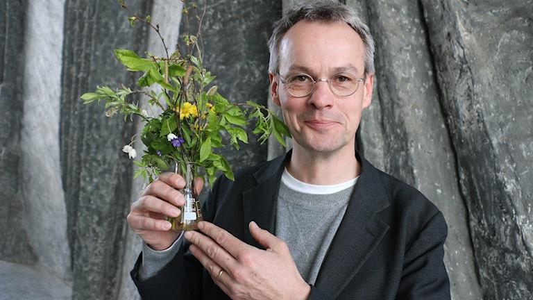 Kjell Bolmgren är koordinator på Fakulteten för skogsvetenskap och Enheten för skoglig fältforskning och kommer till studion med ett fång vårtecken.