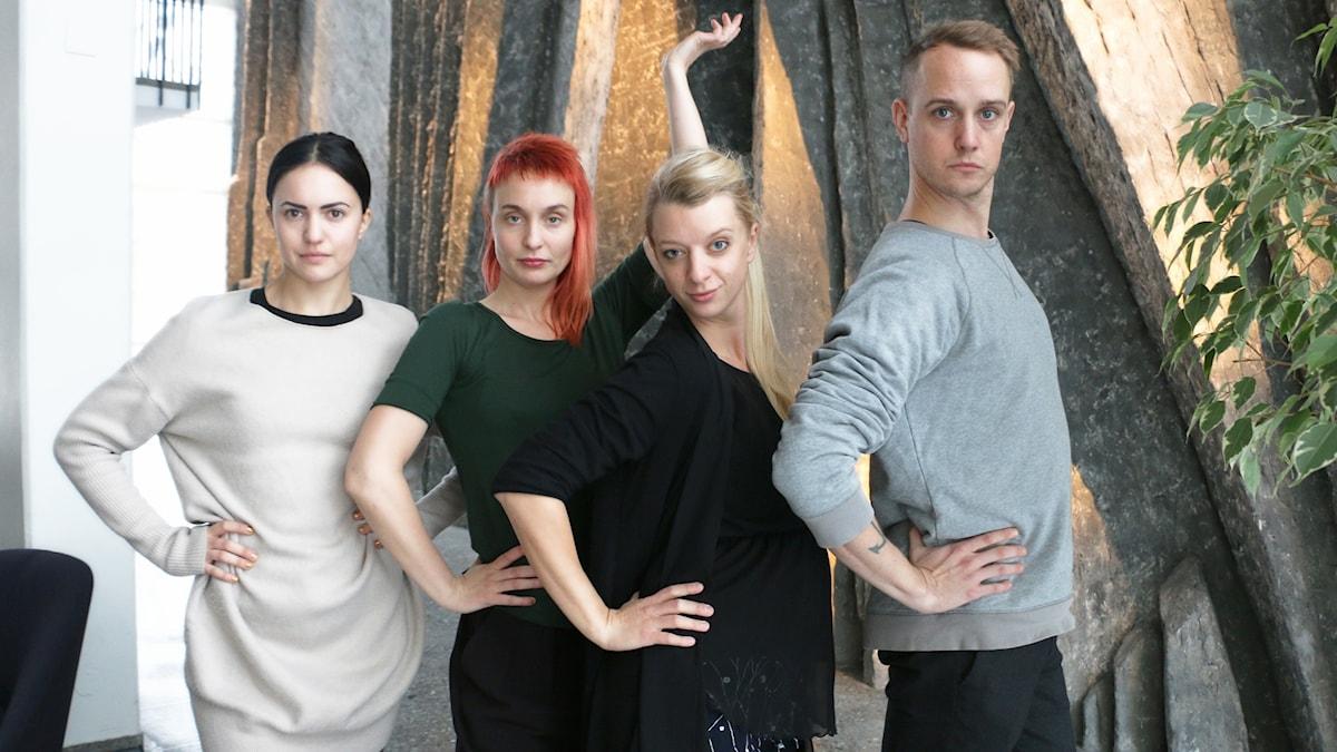 Regissören Py Huss Wallin poserar med sina Britneys bestående av Anja Lek Paulsson, skådespelare Bianca Traum, skådespelare och Nils Granberg, skådespelare.