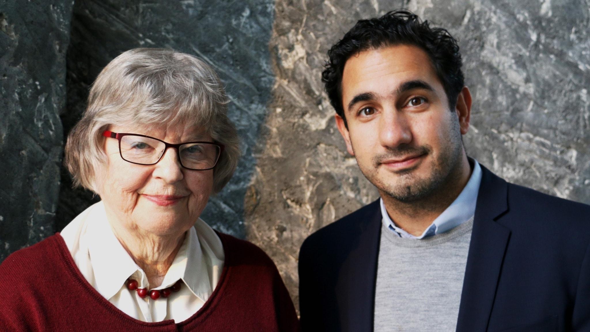 Vi pratar med civilminister Ardalan Shekarabi (S) som ansvarar för digitaliseringsstrategin. Möt också 82-åriga Birgitta Jonsson som coachar andra seniorer i dator- och internetanvändning.