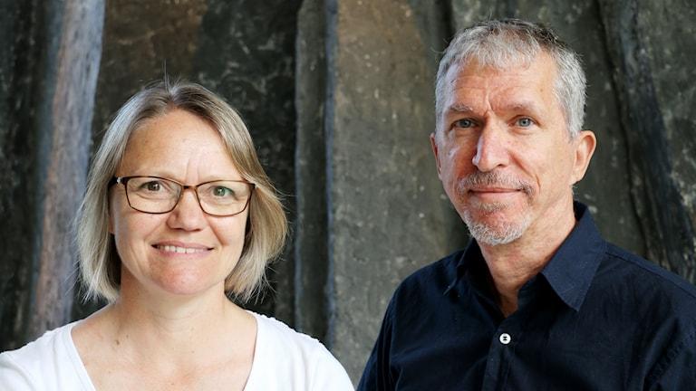 Johanna Mesch Docent, forskar och undervisar i teckenspråk och Tommy Lyxell, språkvårdare svenskt teckenspråk