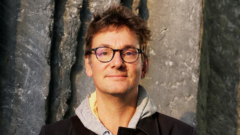 Roger Persson-Österman, professor i skatterätt vid Stockholms universitet gästar studion.