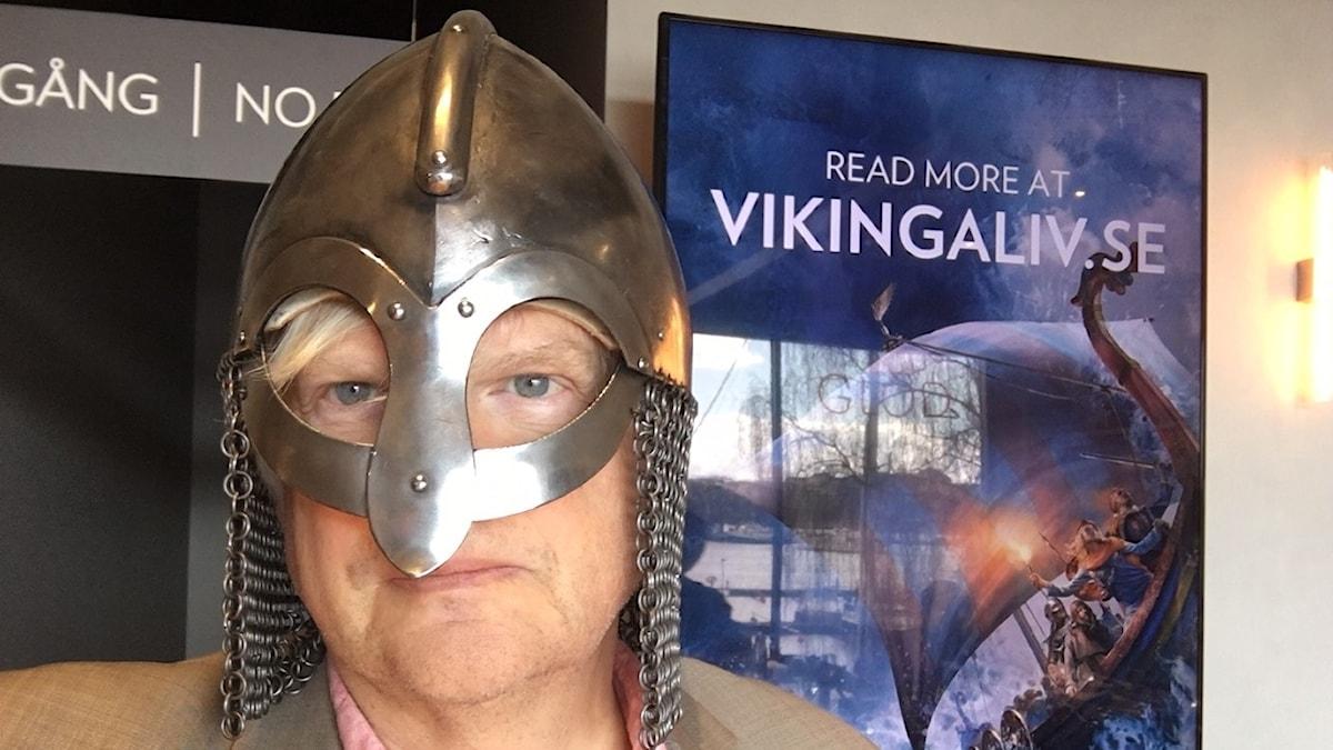 Thomas Nordegren i vikingahjälm.