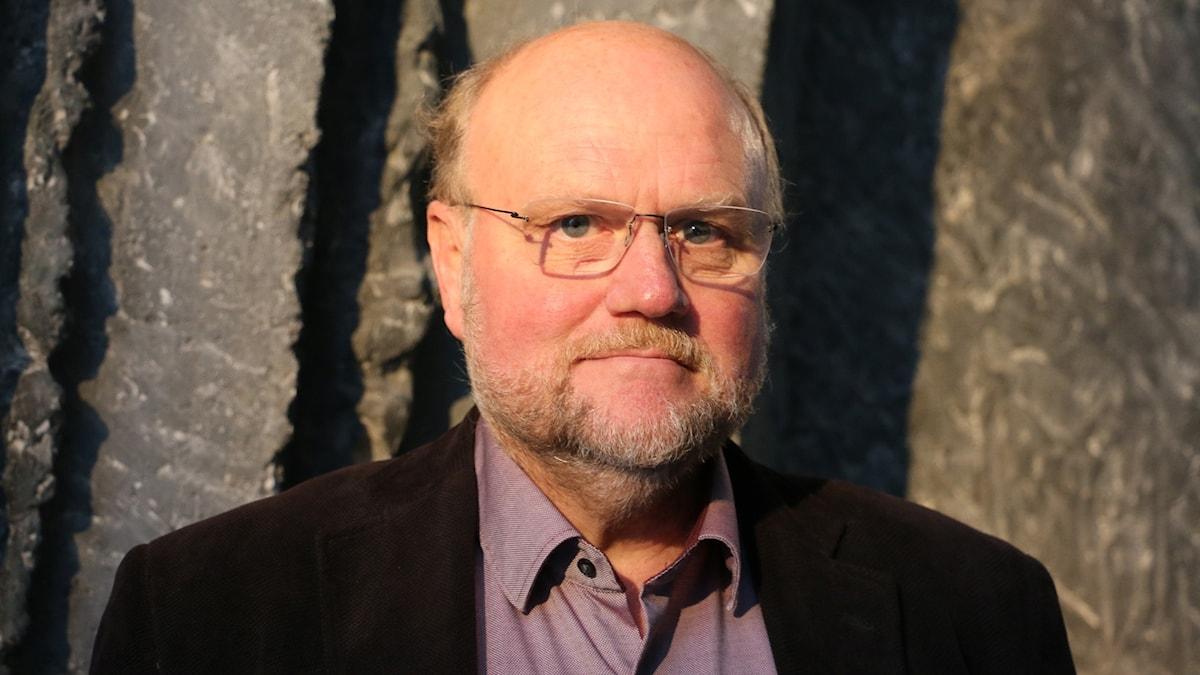 Ola Larsmo, författare, gästar studion.