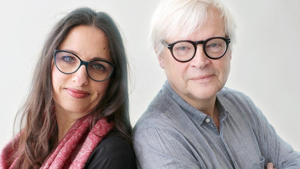 Louise Epstein är i Frankrike för att bevaka det franska valet. På hennes plats i dag hör vi producenten Naila Saleem som bisittare. Dagens programledare - Thomas Nordegren.