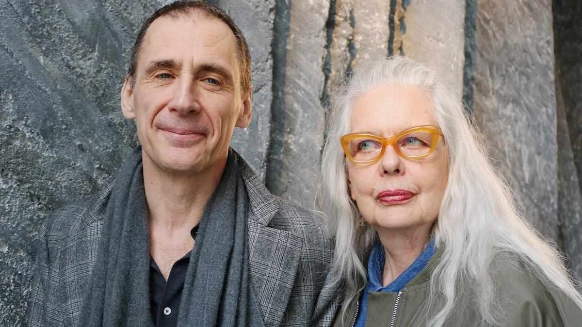 I sommar är det  David Lagercrantz och Marianne Lindberg De Geer som ska svara på P1-lyssnarnas frågor i det populära programmet Allvarligt talat.
