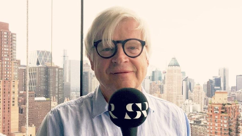 Thomas Nordegren från sitt hemmakontor i New York där han vikarierar som sommarkorrespondent för Sveriges Radio.