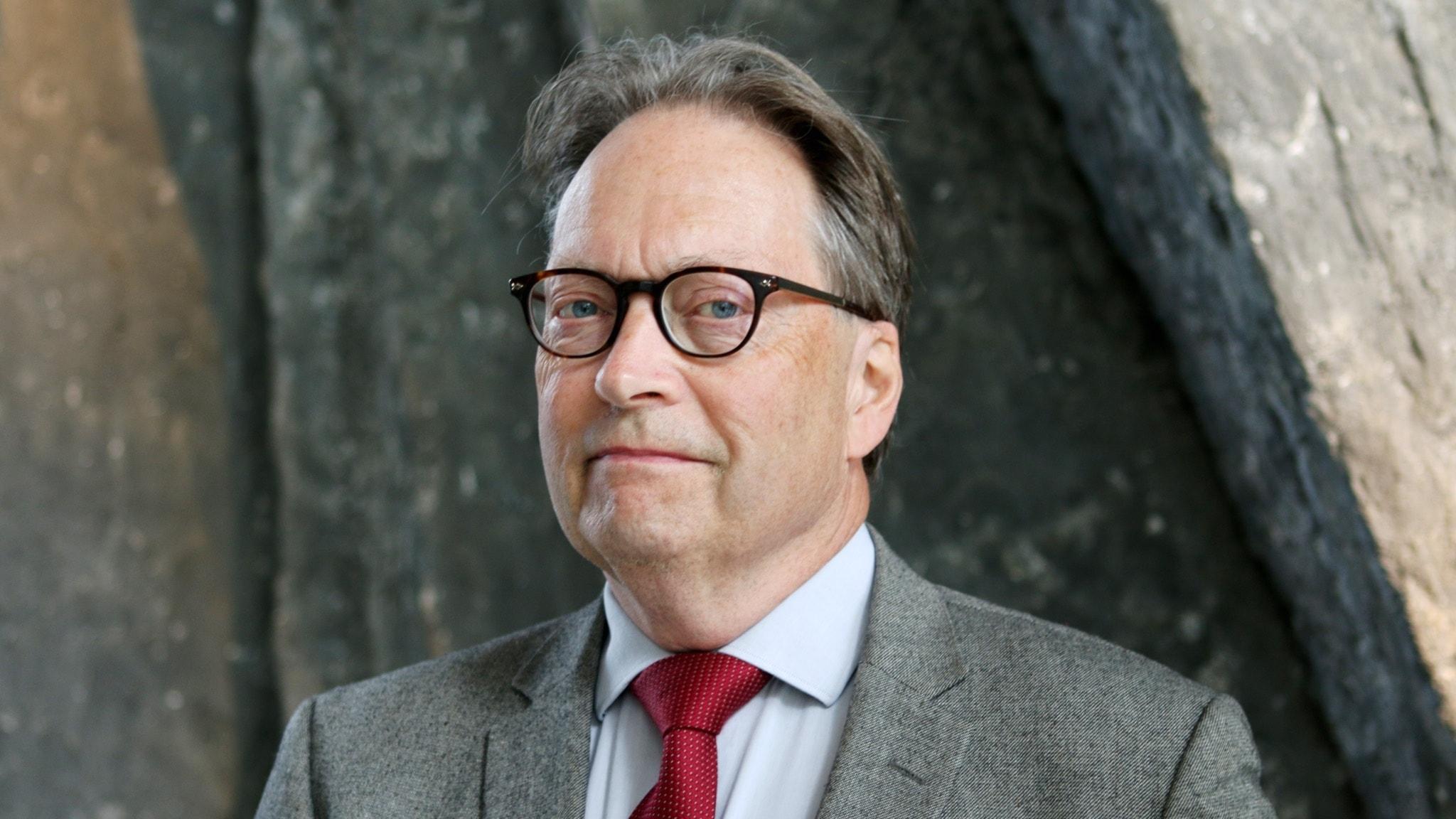 Horace Engdahl, ledamot i Svenska Akademien intervjuas av Louise Epstein och Thomas Nordegren i programmet Nordegren & Epstein i P1. Foto: Björn Andersson/Sveriges Radio