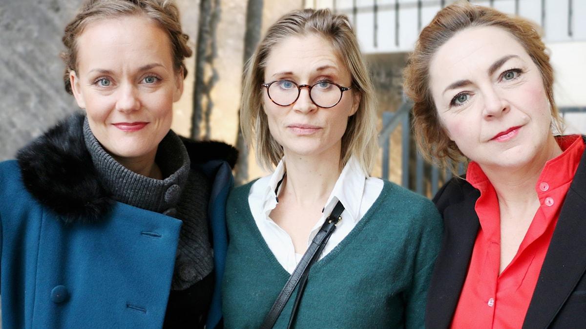 Ada Berger, regissör och skådespelarna Sanna Persson Halapi och Marie Götesdotter kommer till studion för att prata om och ge oss ett smakprov av pjäsen Filifjonkan som trodde på katastrofer.