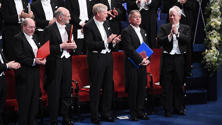 Några av 2017 års nobelpristagare står uppradade under prisutdelningen i Konserthuset i Stockholm.