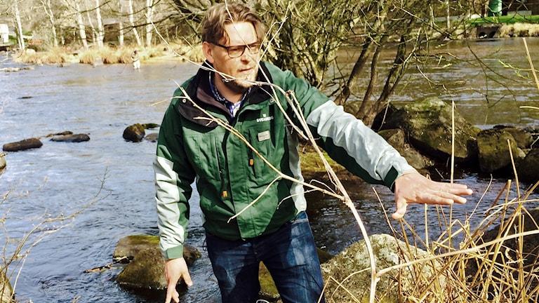 Ola Söderdal vid ån