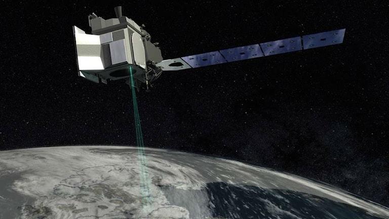 En konstnärs bild av satelliten ICESat-2 ute i rymden.