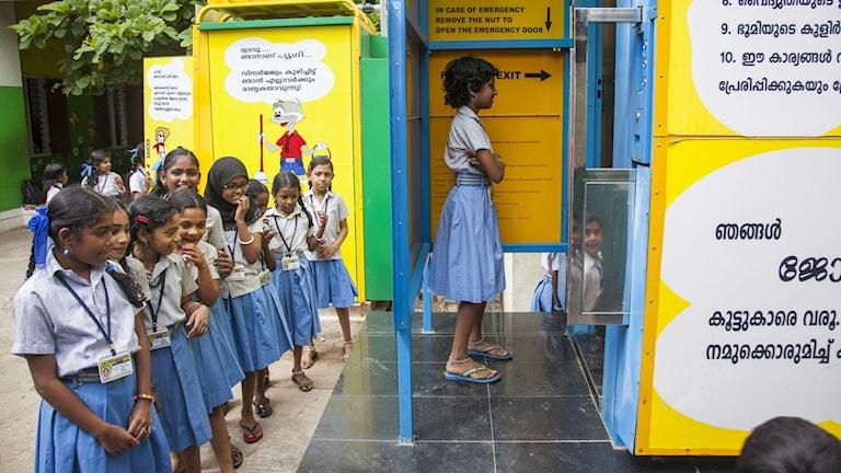 """En av vinnarna i Gatesstiftelsens tävling i Indien att """"återuppfinna"""" toaletten utan vatten- och energislösande teknik. E-toaletter har satts upp på över 2000 platser i Indien bland annat här på Manacaud School i Thiruvananthapuram."""