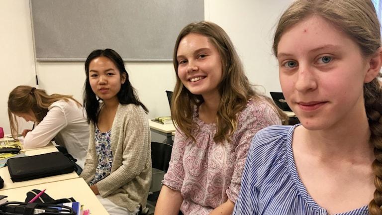 Tre elever på Rosendalsgymnasiet i Uppsala.