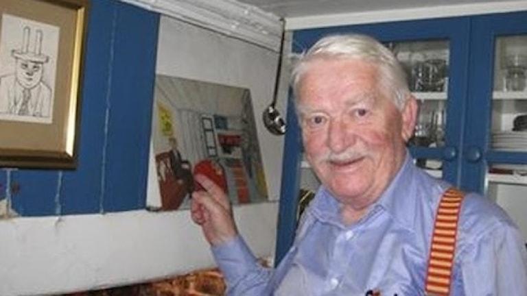 Hans Alfredson i sin skrivarlya.