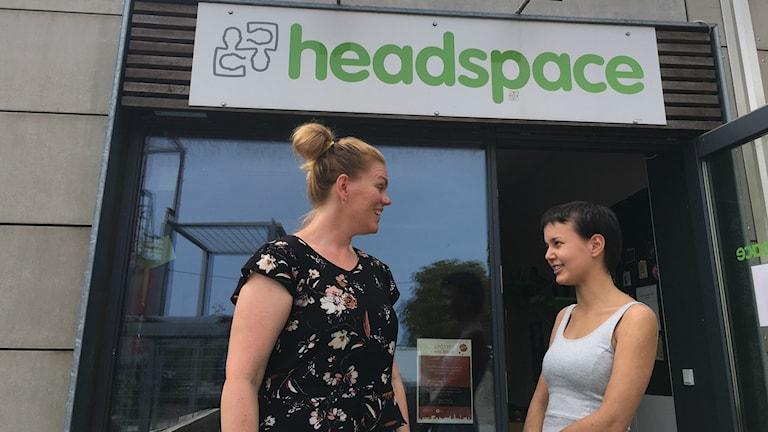 Headspace centerchef i Roskilde Mette Truesen och Natasha Mogensen som fått samtalsstöd.