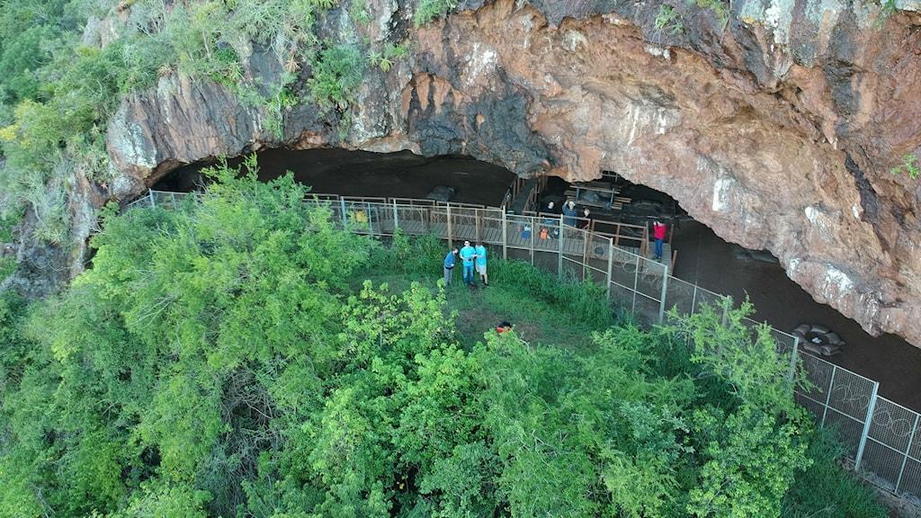 Ingången till den sydafrikanska grottan Border Cave där arkeologiska udersökningar sker.