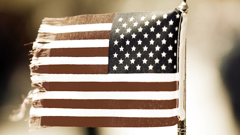 En amerikanske flagga som trådat upp sig lite i kanten
