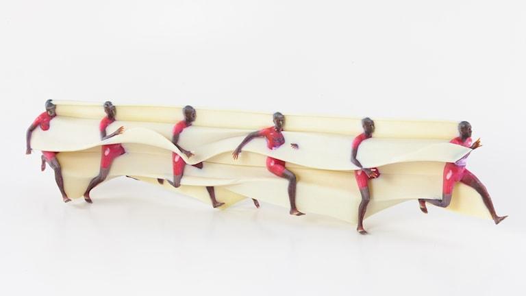 en 3-d utskrift av en löpare i form av sex skulpturer i olika faser i löpsteget