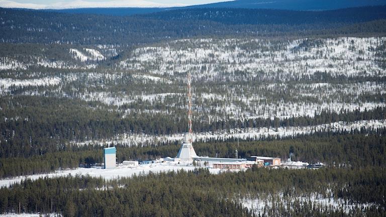 Landskapsbild med rymdstationen Esrange i närheten av Kiruna i mitten.