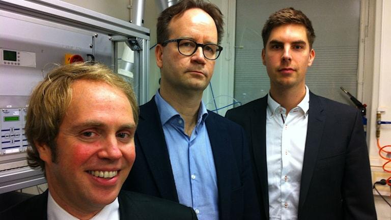 Professor Janne Wallenius, docent Peter Szakalos och doktoranden Jesper Ejenstam. Foto Pelle Zettersten