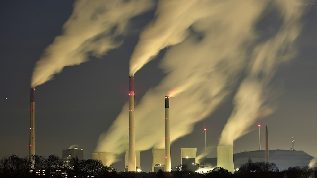 tyska kolkraftverk med bolmande rök