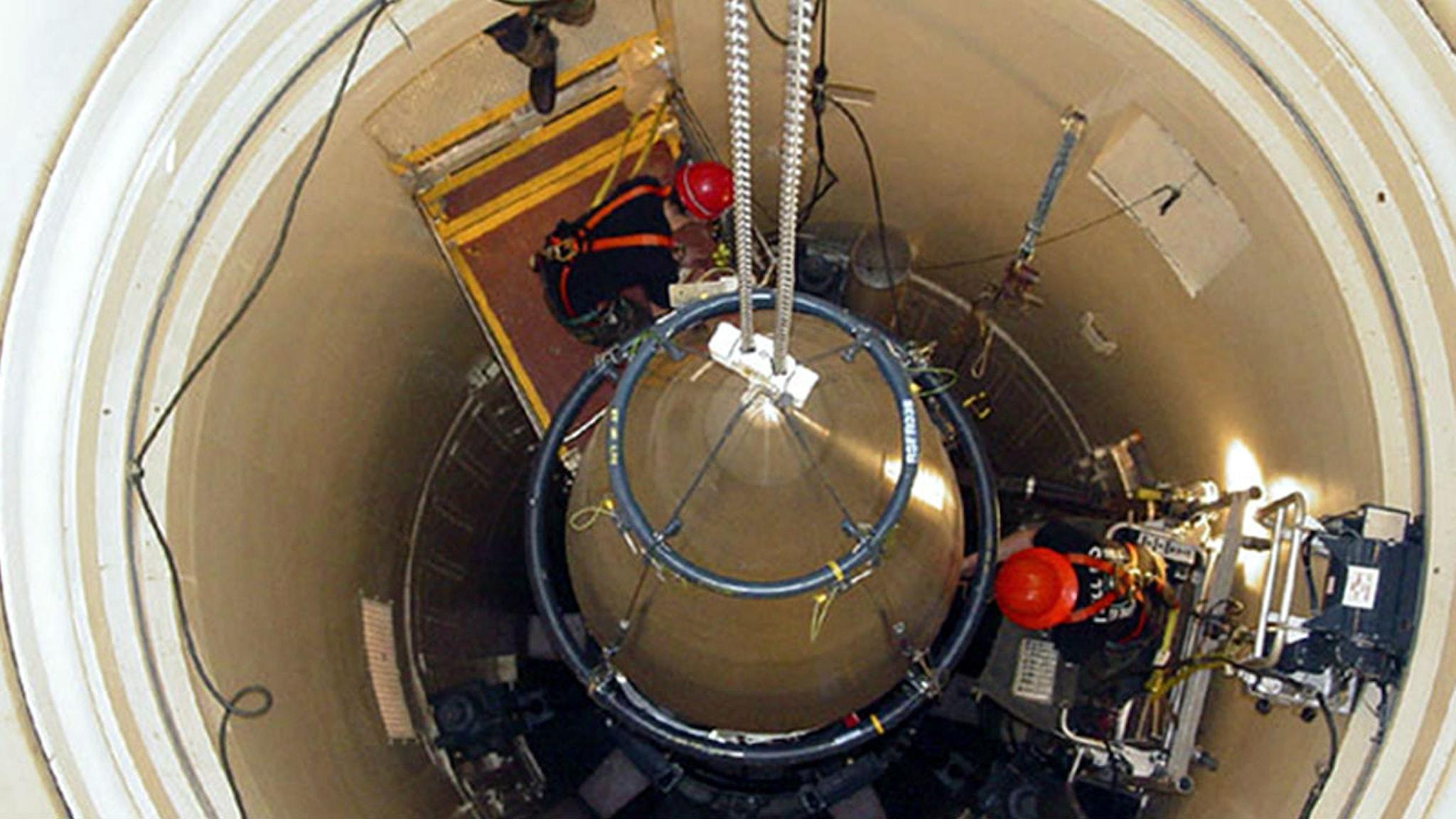 Underhåll av en kärnvapenmissil i Montana, USA