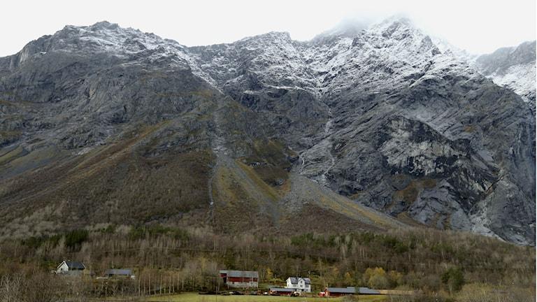 Sprickan i berget  i Ådalsnes