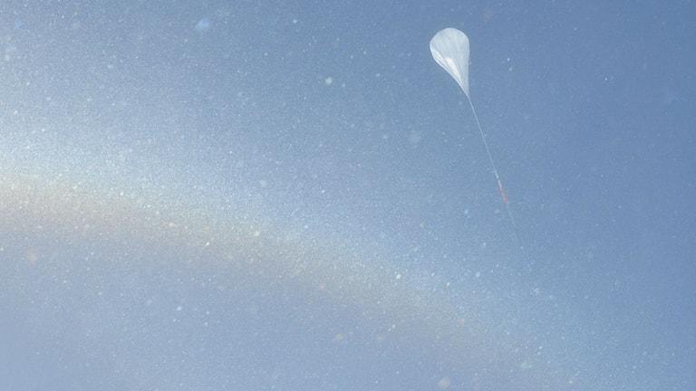 Luftballongen när den släpptes iväg över Antarktis. Foto: COSI collaboration/NASA Columbia Scientific Balloon Facility