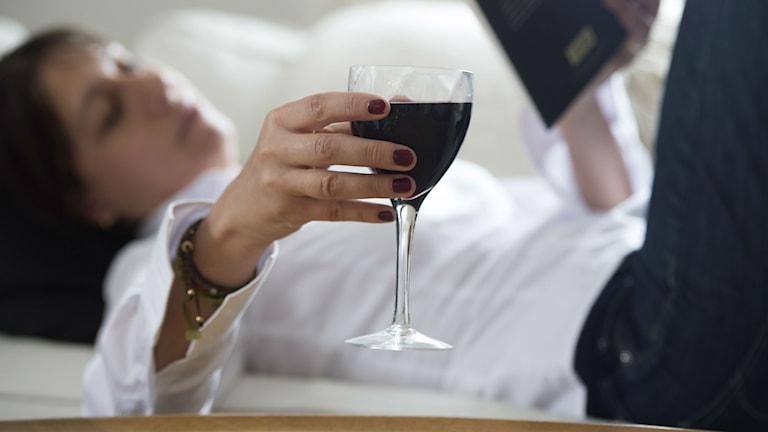 Måttligt med alkohol kan minska risken för hjärtsvikt, visar ännu en studie. Foto: Fredrik Sandberg/TT