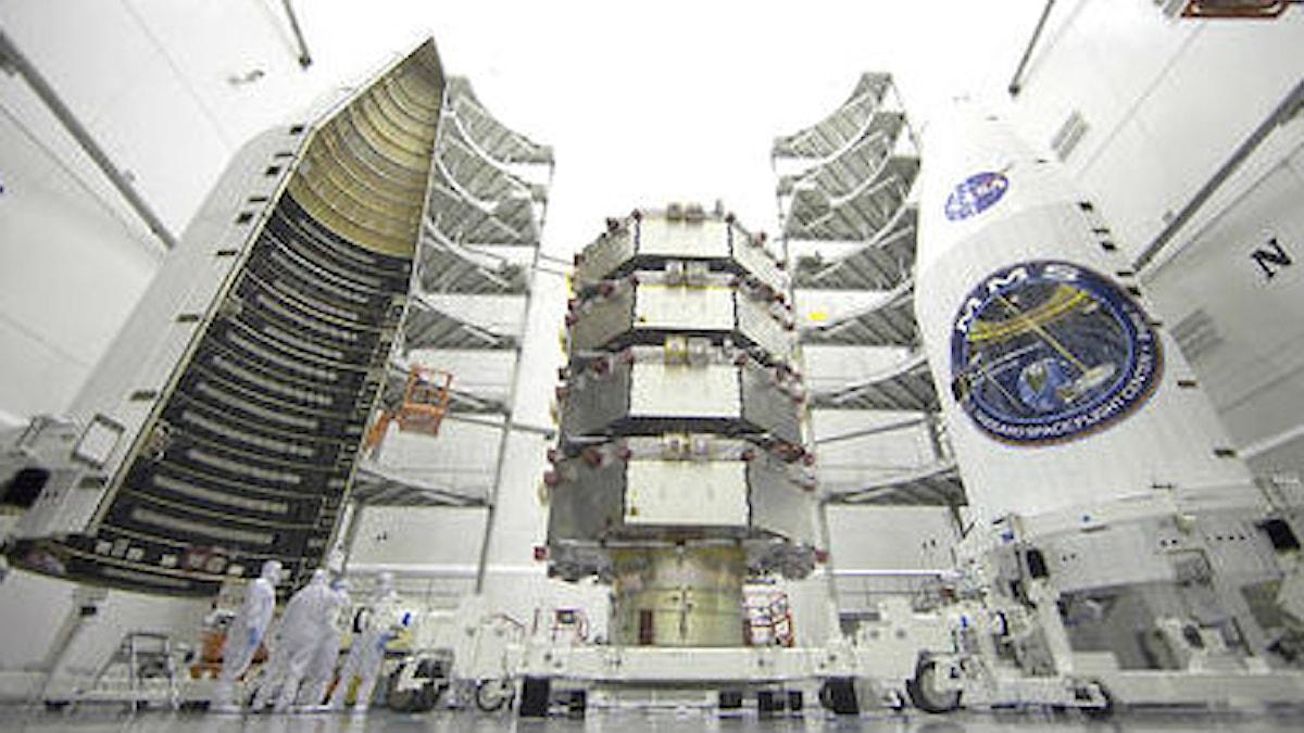 satelliterna är staplade ovanpå varandra.