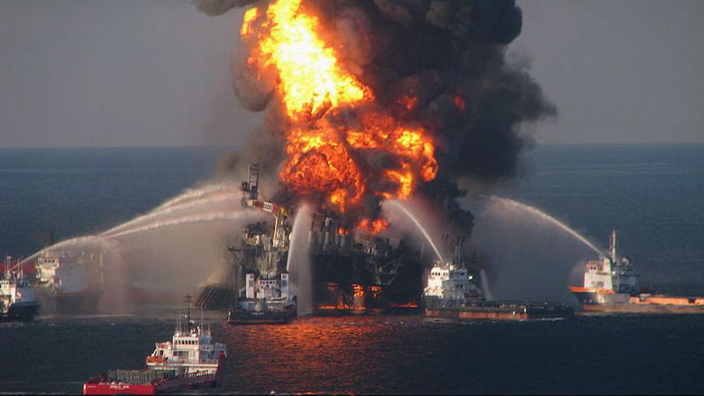 oljeriggen brinner