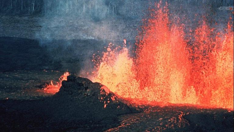 Eldfontän från vulkan på jorden. Foto: Quadrell/Wikimendia Commons/Public domain