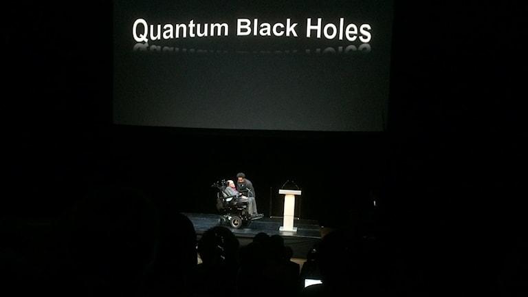 Stephen Hawking på beök på KTH. Foto: Camilla Widebeck/Sveriges Radio