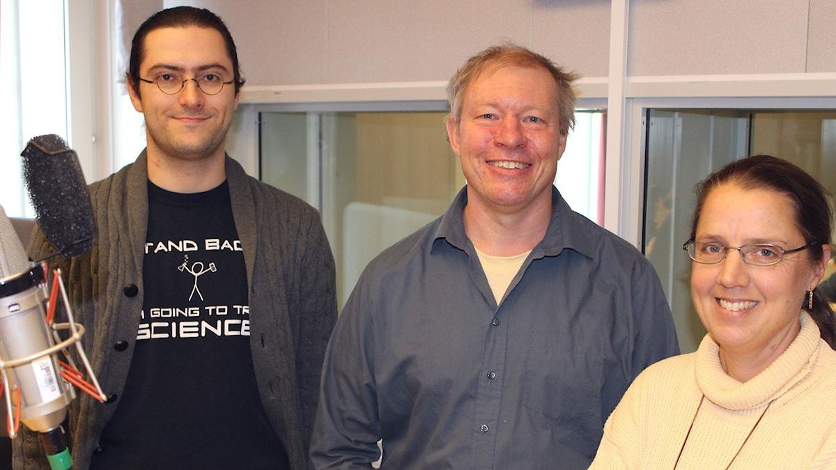 Oleg Shebanits, Anders Eriksson och Camilla Widebeck i studion. Foto: Tim Leffler/SR