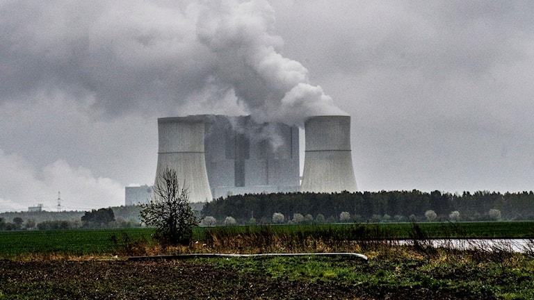 kolkraftverk med bolmande rök