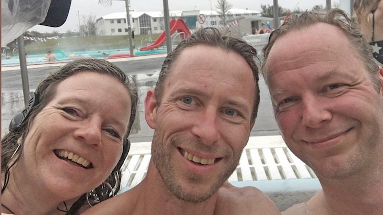 Selfie med Lena Nordlund, Björn Gunér och etnologen Valdimar Hafstein i en rund pool