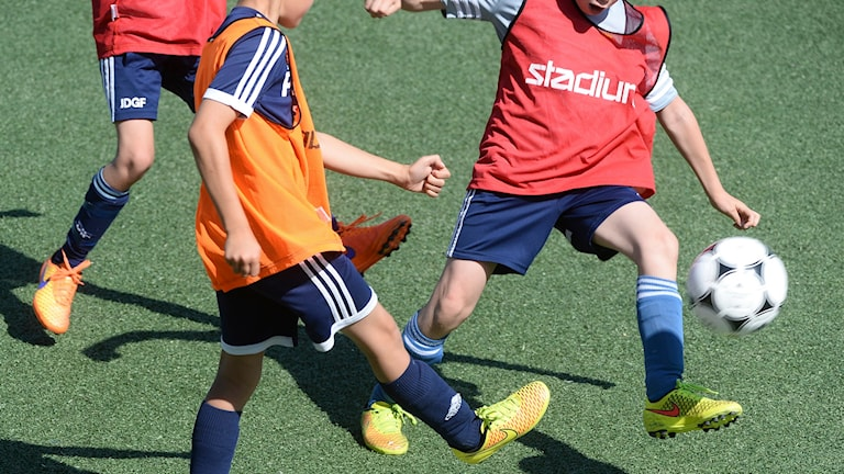 Barn spelar fotboll. Foto: Fredrik Sandberg/TT