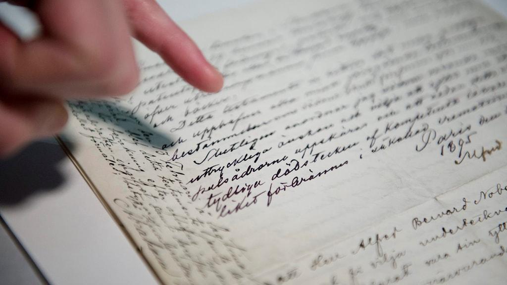 Ett handskrivet pappersark. Foto: Jessica Gow/TT