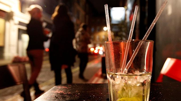 Drink och ungdomar. Foto:  Alistair Grant/TT